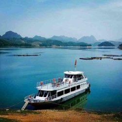 Du thuyền Hồ Hòa Bình