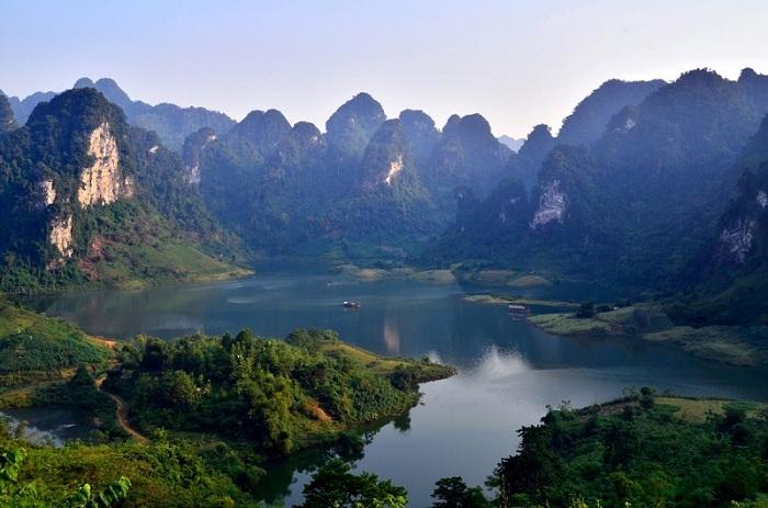 Khám phá hồ Na Hang trong tour Na Hang - Ruộng bậc thang Hồng Thái
