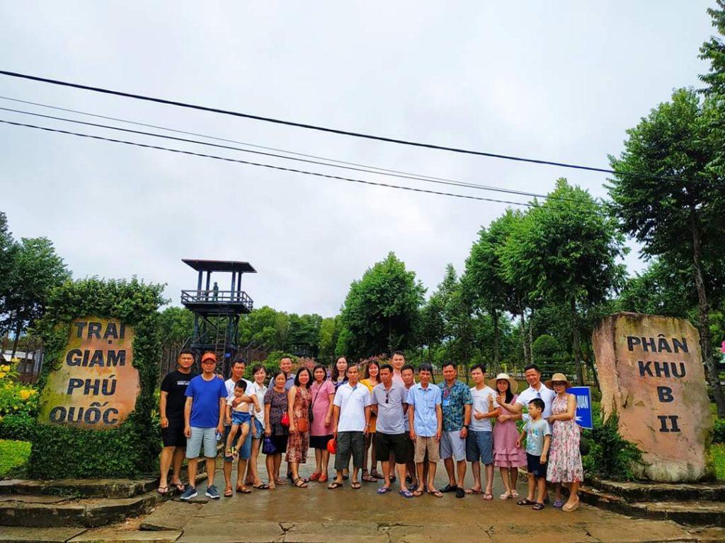 Thăm nhà lao Cây Dừa