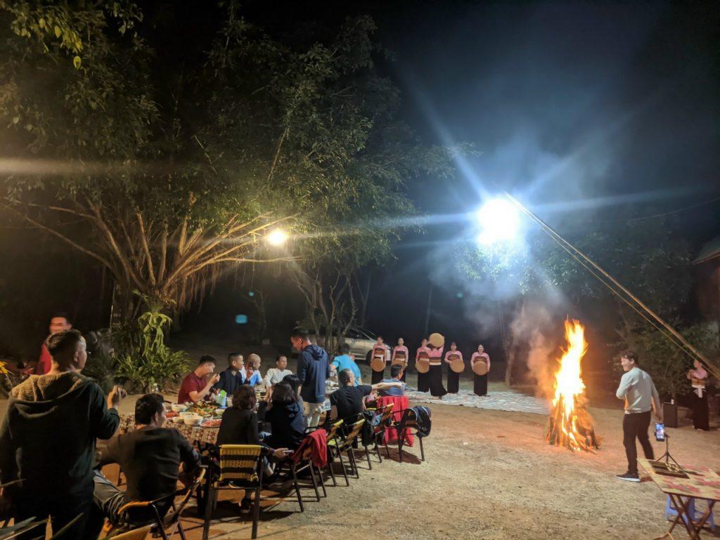 Giao lưu văn nghệ lửa trại homestay